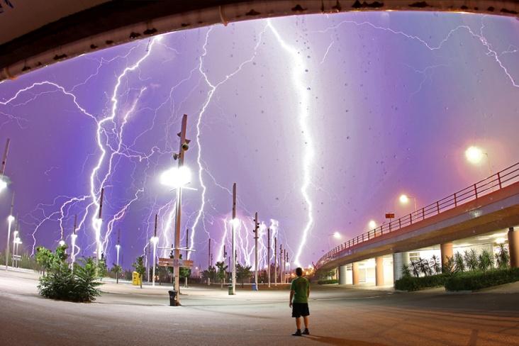Bliksem boven Athene :: onweer-online.nl: www.onweer-online.nl/forum/topic/19725/bliksem-boven-athene